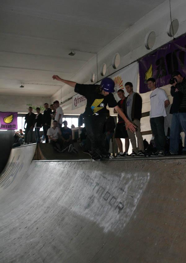 Chester w sketpakrku Garaż w Białymstoku