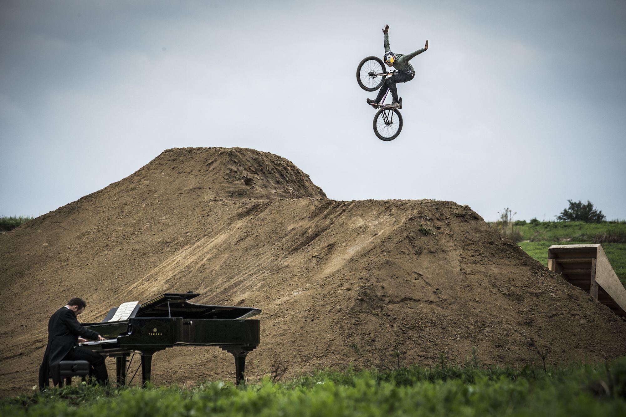 Dawid i Szymon Godziek Piano Ride