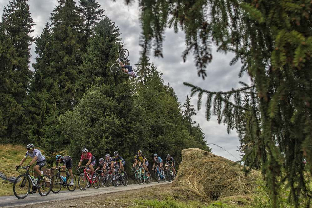 Szymon Godziek przeskoczył nad peletonem Tour de Pologne