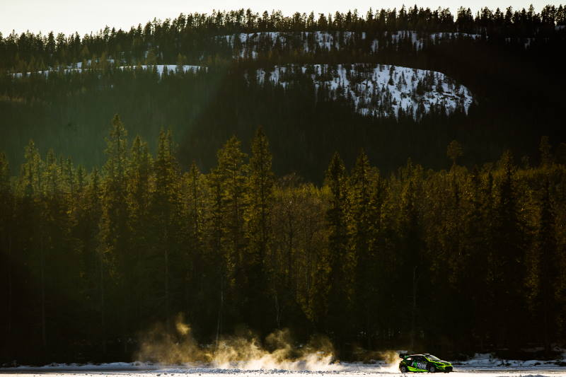 Bokiem na lodzie z prędkością 150 km/h, czyli Avalon Extreme Ice Drift