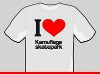 """Kamuflage. z tej  """"okazji """" powstały pamiątkowe T-shirty, które można otrzymać w bardzo łatwy sposób..."""