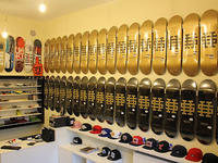 Street Hype Store Deck Black & Gold