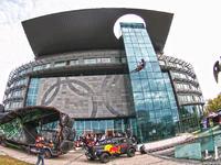 Pokaz FMX przed Centrum Olimpijskim