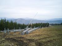 Elementy przeniesionego z Chopoka wyciągu talerzykowego już na miejscu czekają na montaż na Hali Skrzyczynskiej