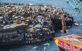 Debiutanckie zwycięstwo lokalnego bohatera z dziką kartą w Red Bull Cliff Diving