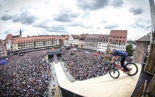 Rowerowa walka o Puchar Świata na dachach Katowic